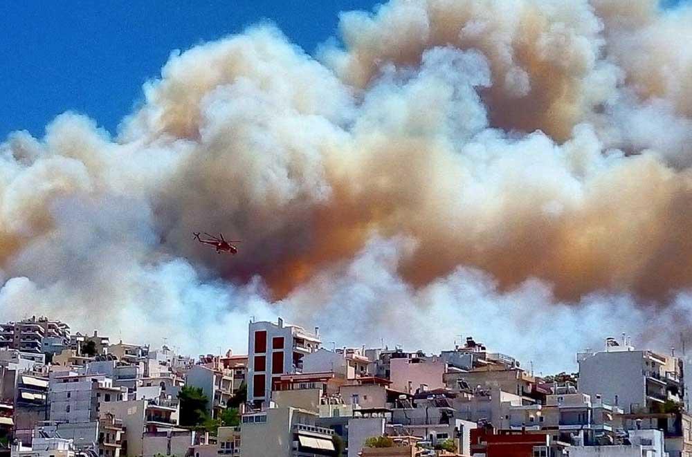 Athina nën kërcënimin e flakëve  disa banesa në rrezik