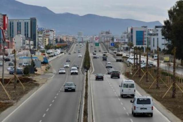 Rritja ekonomike  shqiptarët t ia dinë për nder Tiranës dhe Durrësit