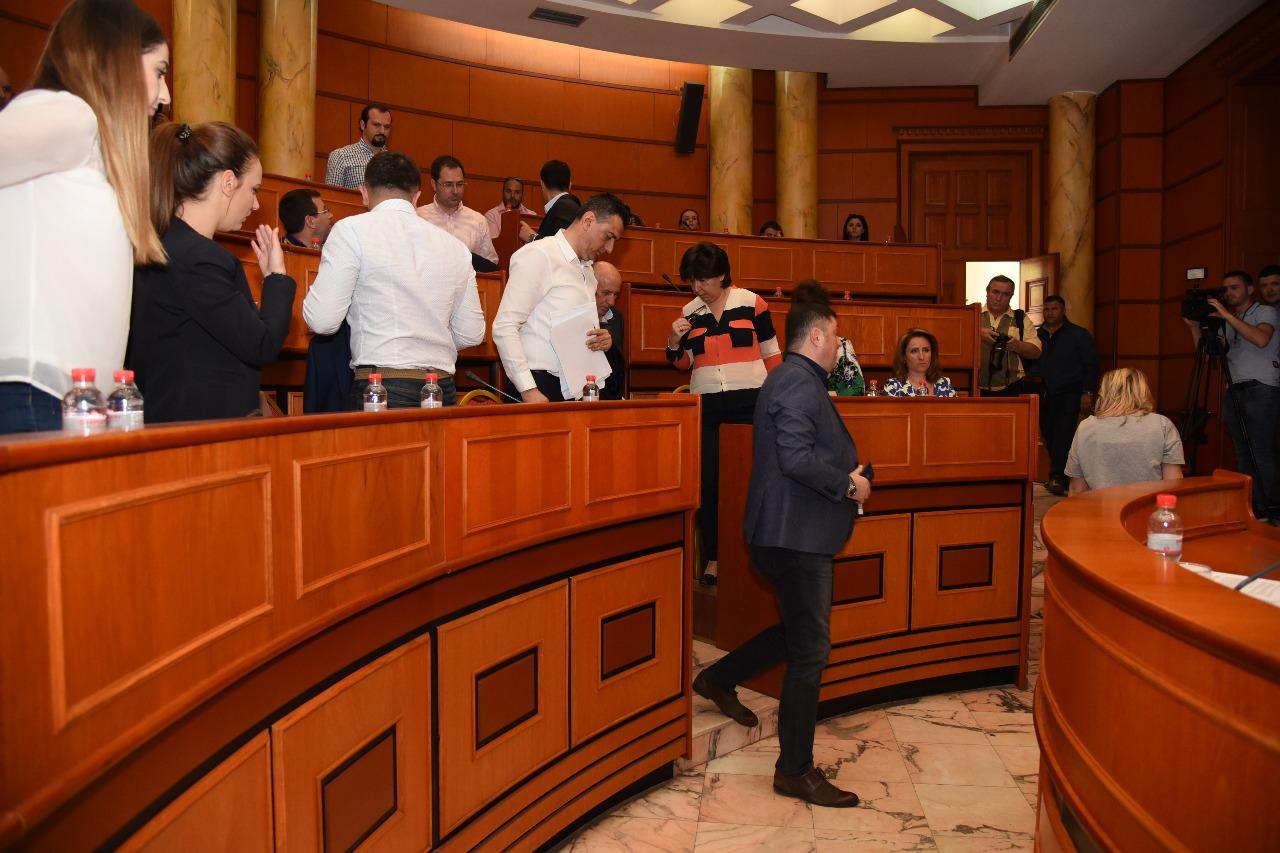 Pas Kuvendit  opozita bojkoton edhe Këshillin Bashkiak të Tiranës