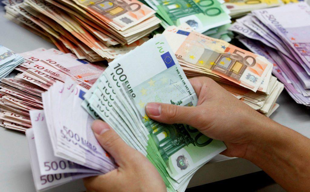 euro-zbret-ne-124-5-leke-afer-nivelit-me-te-ulet-te-10-viteve