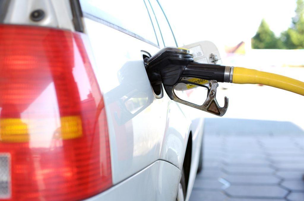 Tabela/ Kush paguan më shumë dhe kush më pak për karburantin në rajon? Ja ku renditet Shqipëria