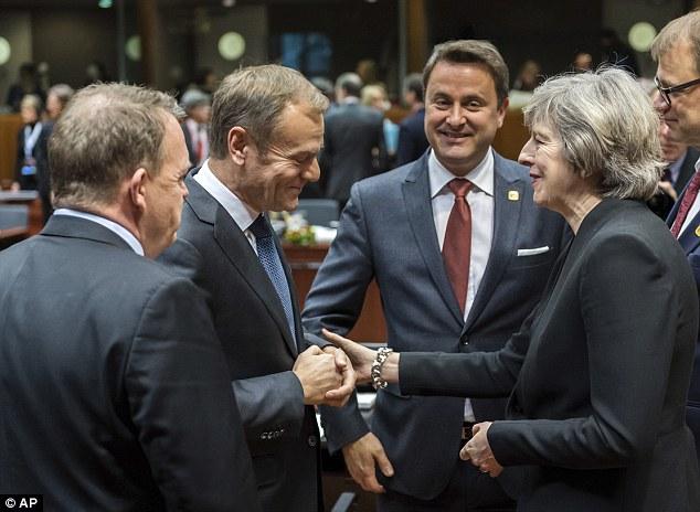 Bashkimi Evropian poshtëron kryeministren May