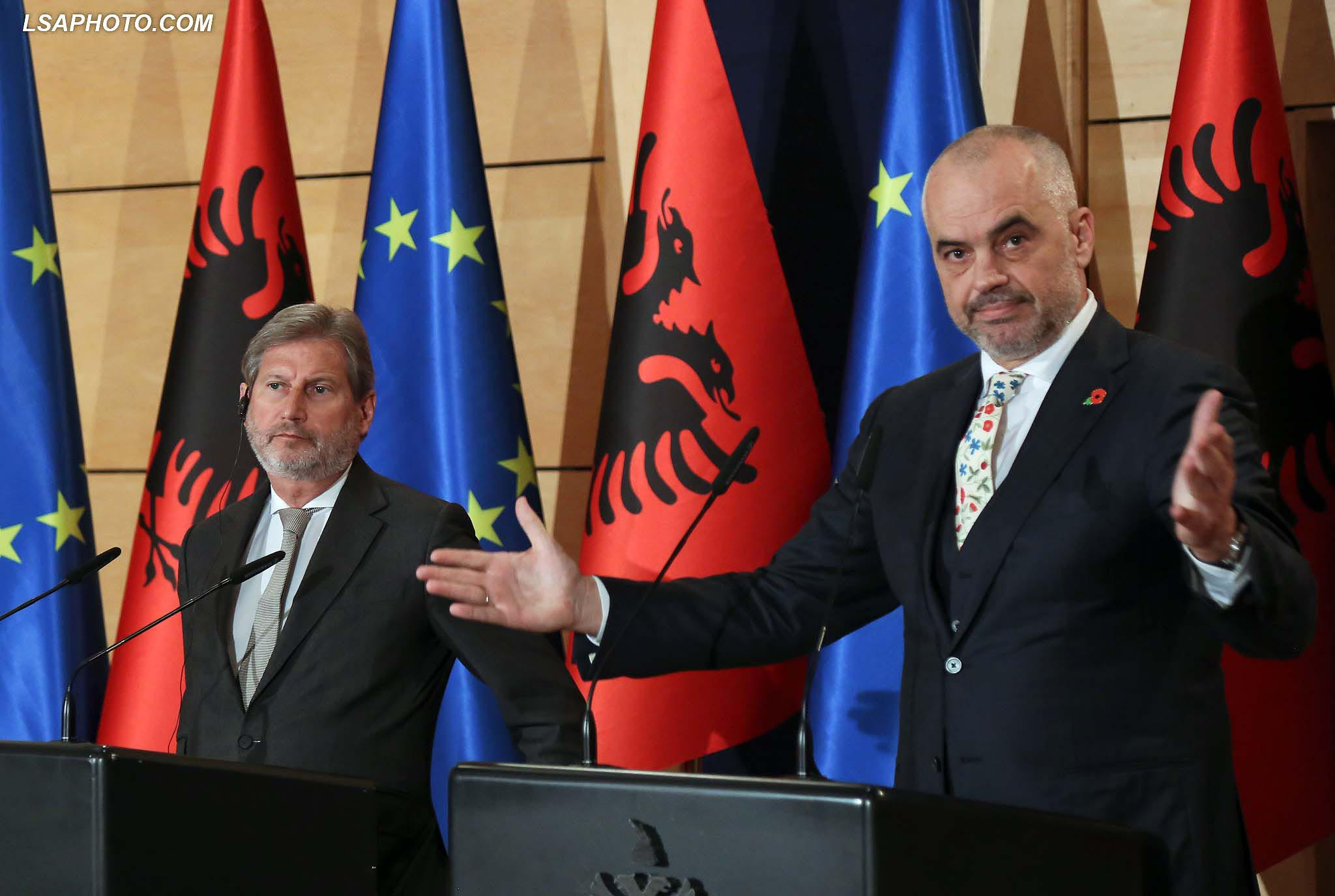 Tiranë  Komisioneri Hahn takon kryeministrin Rama  2019 vit i rëndësishëm për Shqipërinë