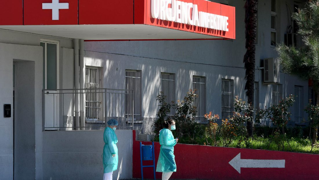 Grafikët e Shqipërisë  Cila është grupmosha më e infektuar  Në rrezik për jetën 65 74 vjeç