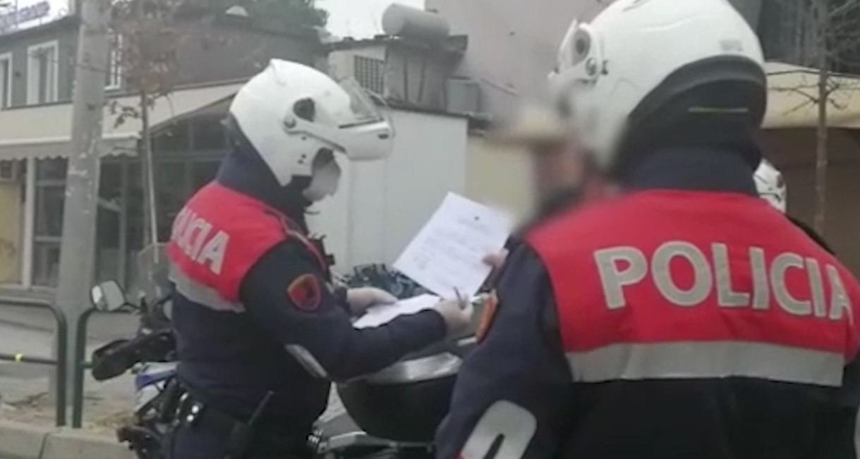 Tentoi të korruptonte policin  e pëson keq 58 vjeçari në Fier