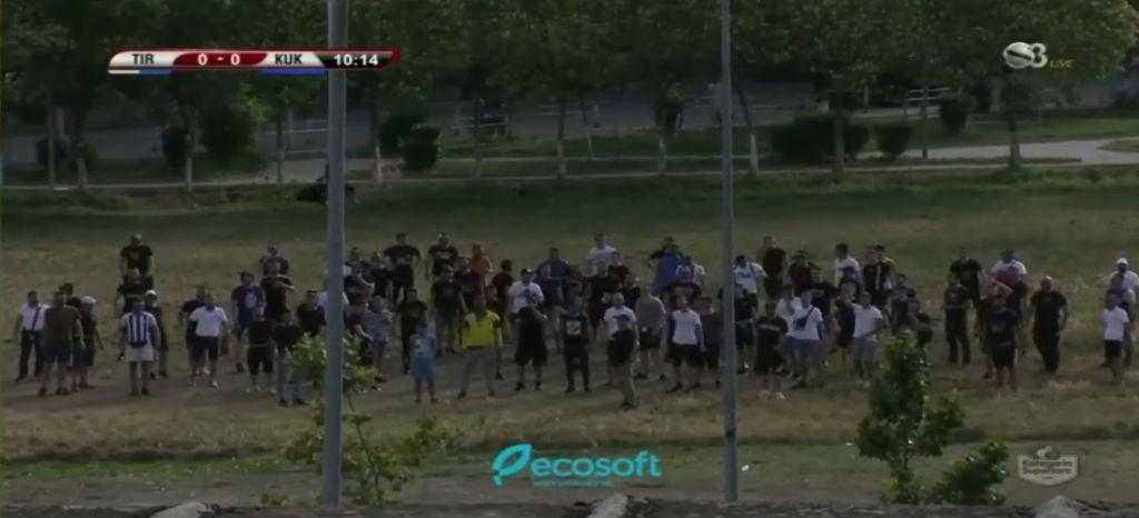 U mblodhën të bënin tifo për Tiranën jashtë stadiumit, policia i procedon, gjobë edhe lokalit ku panë ndeshjen