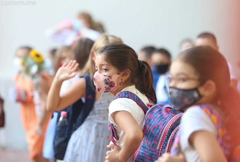A do të mbyllen shkollat nga rritja e rasteve me COVID/ Rakacolli: Me shifrat që kemi tani…