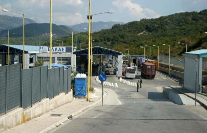 Pas Kapshticës mbyllet edhe Kakavija/ Punonjësit e doganës greke futen në grevë: Ja kush do lejohet të kalojë