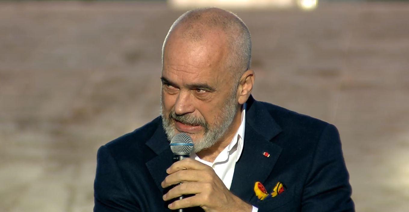 """""""Tirana humbi katër vite"""", Rama, i ashpër me Bashën: Fjeti gjumë në krye të Bashkisë"""