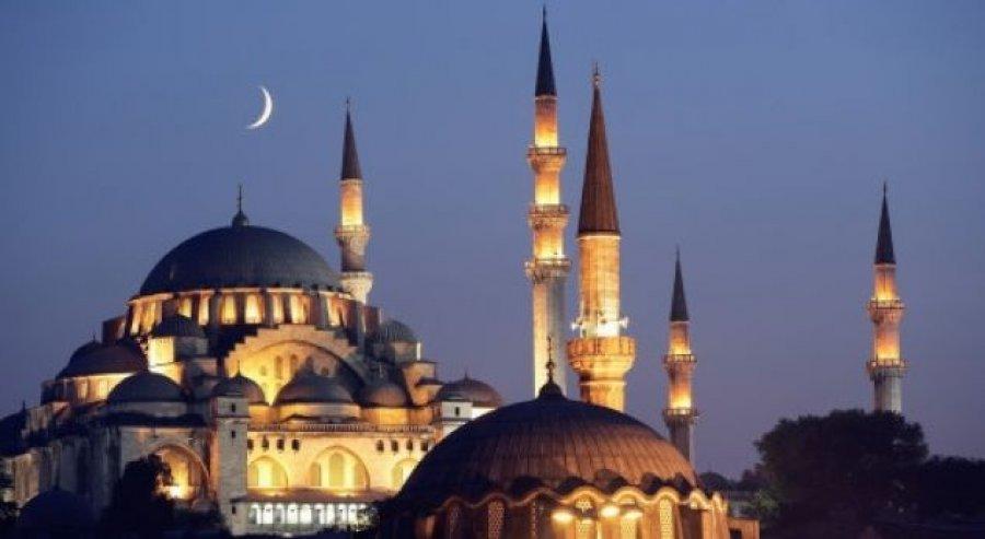 Nis sot muaji i shenjtë i Ramazanit/ Besimtarët myslimanë nisin agjërimin për të dytin vit radhazi në kushtet e pandemisë